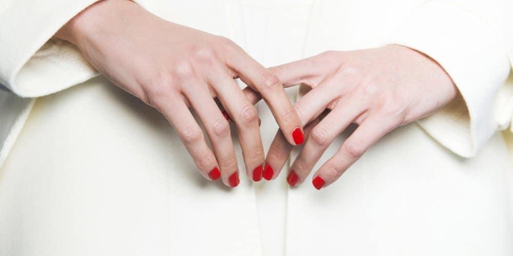 enlever les faux ongles